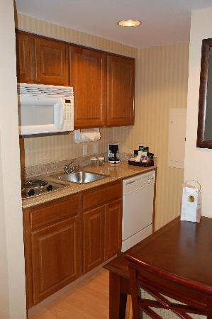 Homewood Suites by Hilton San Diego-Del Mar: In room kitchen