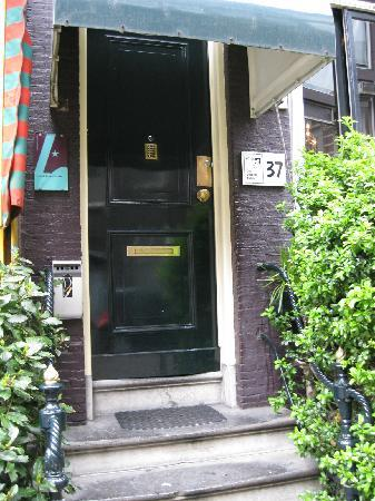 Hotel The Golden Bear : Entrance to The Golden Bear