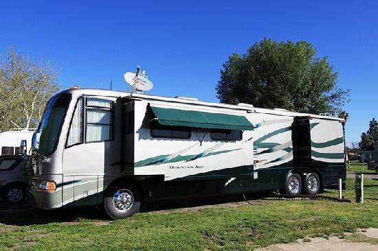 Lake Elsinore West Marina & RV Resort: Sites for Big Rigs with multiple slide-outs