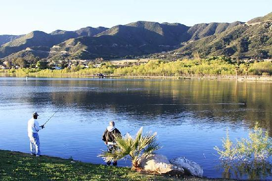 Lake Elsinore West Marina & RV Resort: Fishing right from the shore in the park