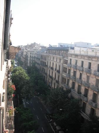 Hostal Oliva: Vista desde la ventana de la sala comum (dónde está la máquina de café)