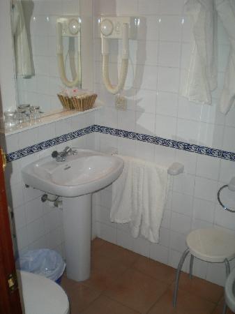 Hotel Marina: bathroom