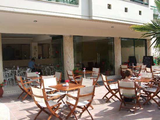 Hotel Ammos: The bar area
