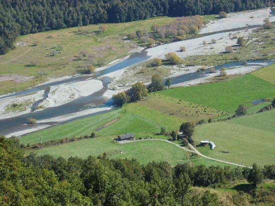 Korimako Lodge: Matakitaki River