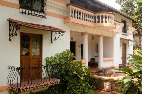 Divar Island Guest House Retreat: Front side of house