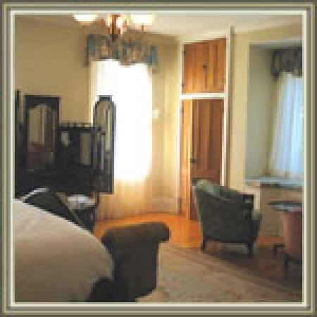 Mount Merino Manor: Master Sabine Suite