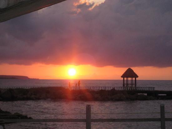 Franklyn D Resort & Spa: sunset