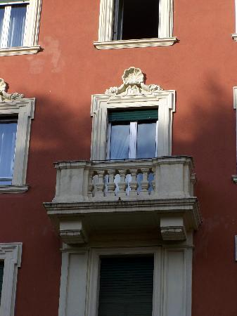 Merulana Inn: Our room/balcony