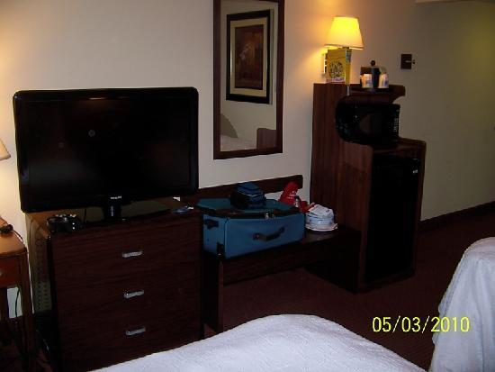 Hampton Inn Tallahassee Central: flat screen tv, dresser and desk to plug in laptop