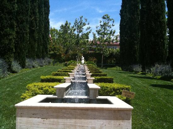 The Gardens of the World: Italian fountain