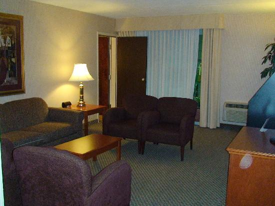 Holiday Inn Burlington Hotel & Conference Centre: another glimpse of the suite sitting room
