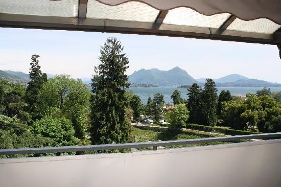 Hotel Alpi : Vue sur le lac depuis la chambre