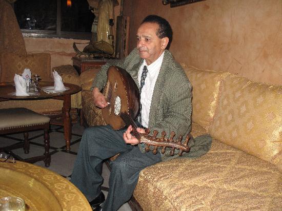 Hotel Guynemer : le musicien au Oud