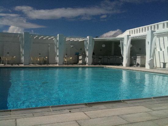 Geranium Residence: Pool area