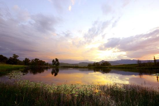 UKhahlamba-Drakensberg Park, South Africa: Sun sets over the trout dam