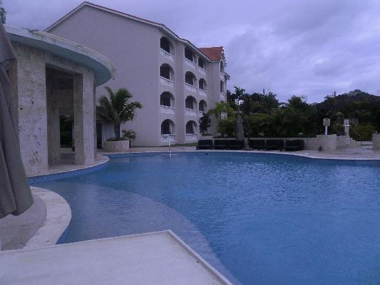 Presidential Suites A Lifestyle Holidays Vacation Resort: pool early morning