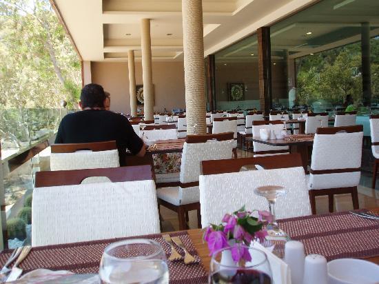 Voyage Türkbükü: Dining balcony