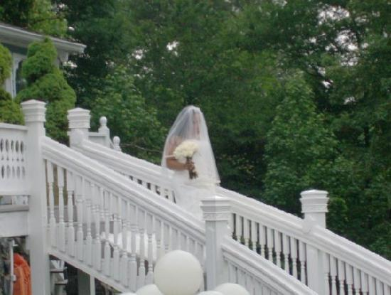 Victorian Villa Bed and Breakfast Inn: The beautiful staircase the brides get to walk down