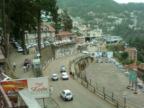 Hotel Leela Regency : Road view from window - 1