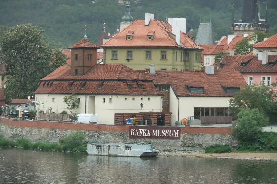 Franz-Kafka-Museum: Museum Building from a Distance