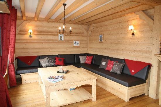 La Cordee: Living area with open log fire