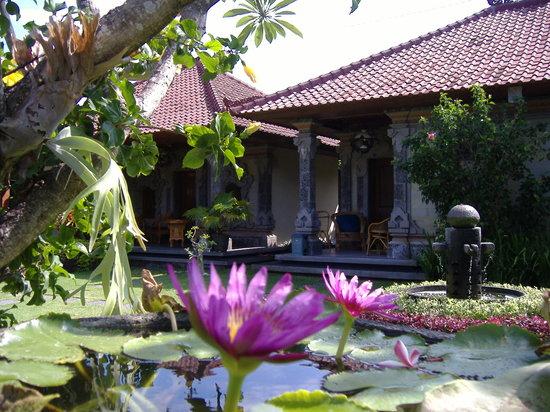 Segara Agung Hotel: balinese architecture