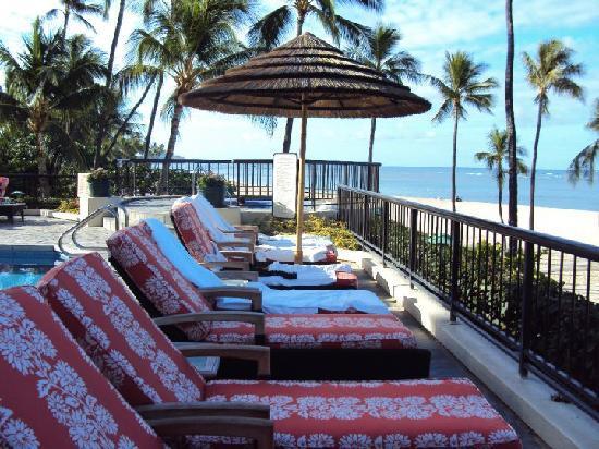 Hilton Hawaiian Village Waikiki Beach Resort : Lounge chairs