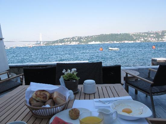 Sumahan on the Water: having breakfast