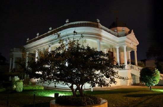 Rosas & Xocolate Boutique Hotel & Spa : merida at night