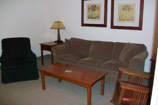 Craftsman Inn: sitting area upon entering room