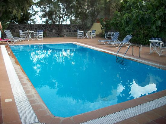 Merovigla Apartments: piscine