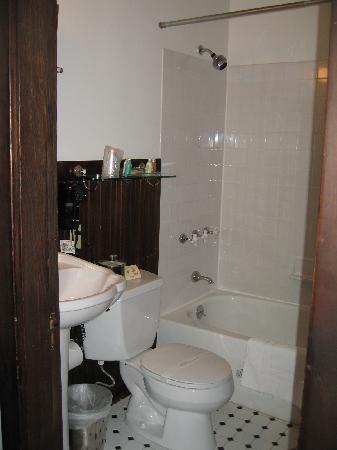 Inn at Creek Street: Basic bathroom