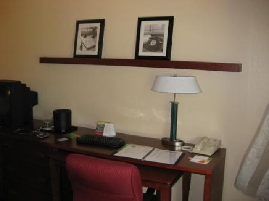 Baymont Inn & Suites Columbia Northwest : Work Area