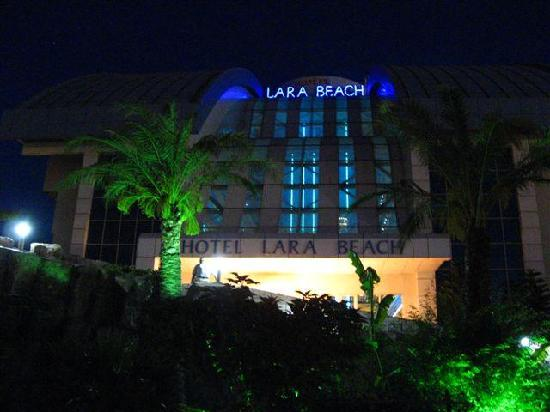 Liberty Hotels Lara: Lara Beach Hotel at night