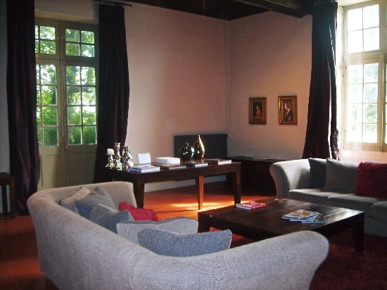 Chateau Rigaud : Comfortable Lounge