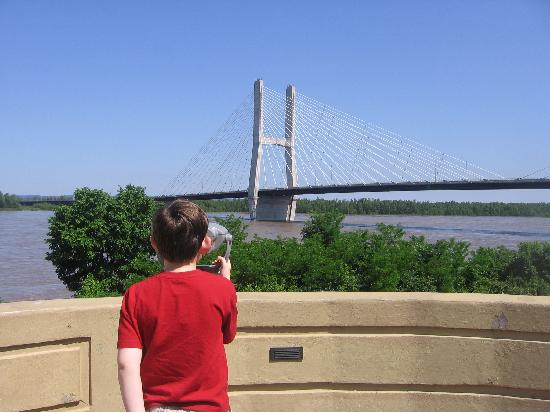 Riverfront Bridge Park: Observing the new bridge with a freestanding viewer (free charge, too.)
