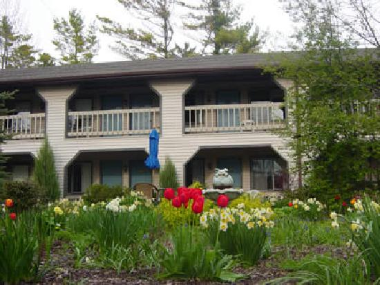 Coachlite Inn of Sister Bay: Other of two hotel buildings with gardens