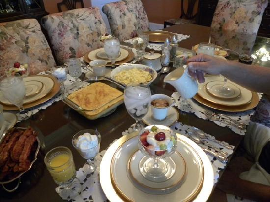 Aunt Martha's Bed & Breakfast: Breakfast
