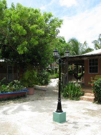 Culebra Beach Villas : Sidewalk connecting parking, villas and beach