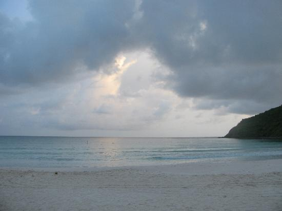 Culebra Beach Villas : From Villas exit towards the beach, looking to the right