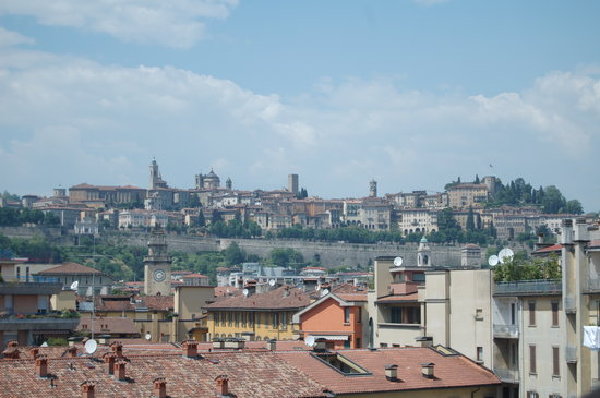 Mercure Bergamo Palazzo Dolci: View out the window of our room