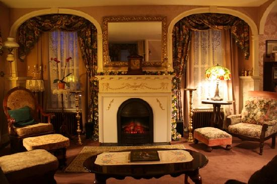 Inn Victoria: new parlor fireplace