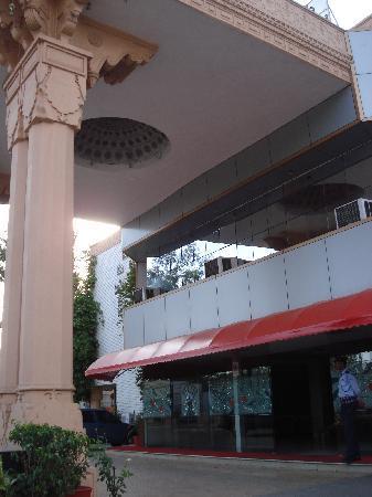 Hotel Palash Residency: Entrance