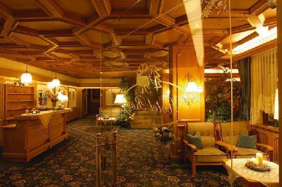 Hotel Roy: Hall