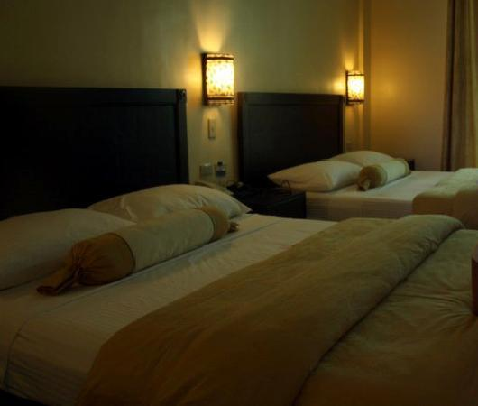 Camayan Beach Resort and Hotel: The beds are large and the room is comfortable