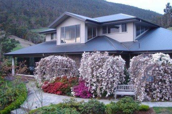 Glenlusk Gardens Home