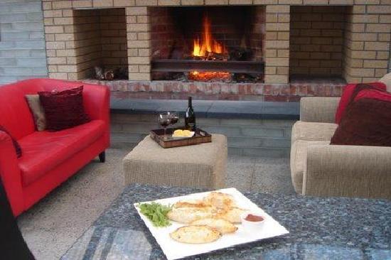 Glenlusk Gardens: relax by an open fire