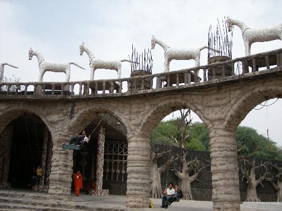 Chandigarh, India: 公園エリアのブランコ