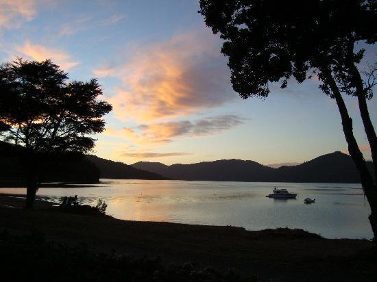 Marlborough Region, Nueva Zelanda: dawn breaking