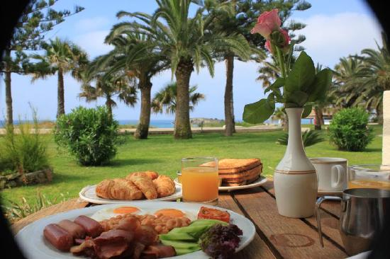 Nissi Beach Resort: Breakfast in bed (balcony)